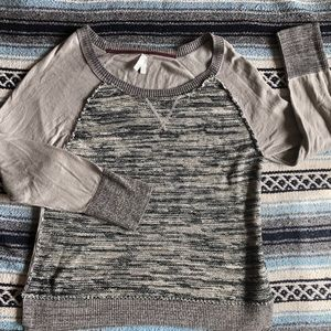 *554 Vanity Scoopneck Sweater